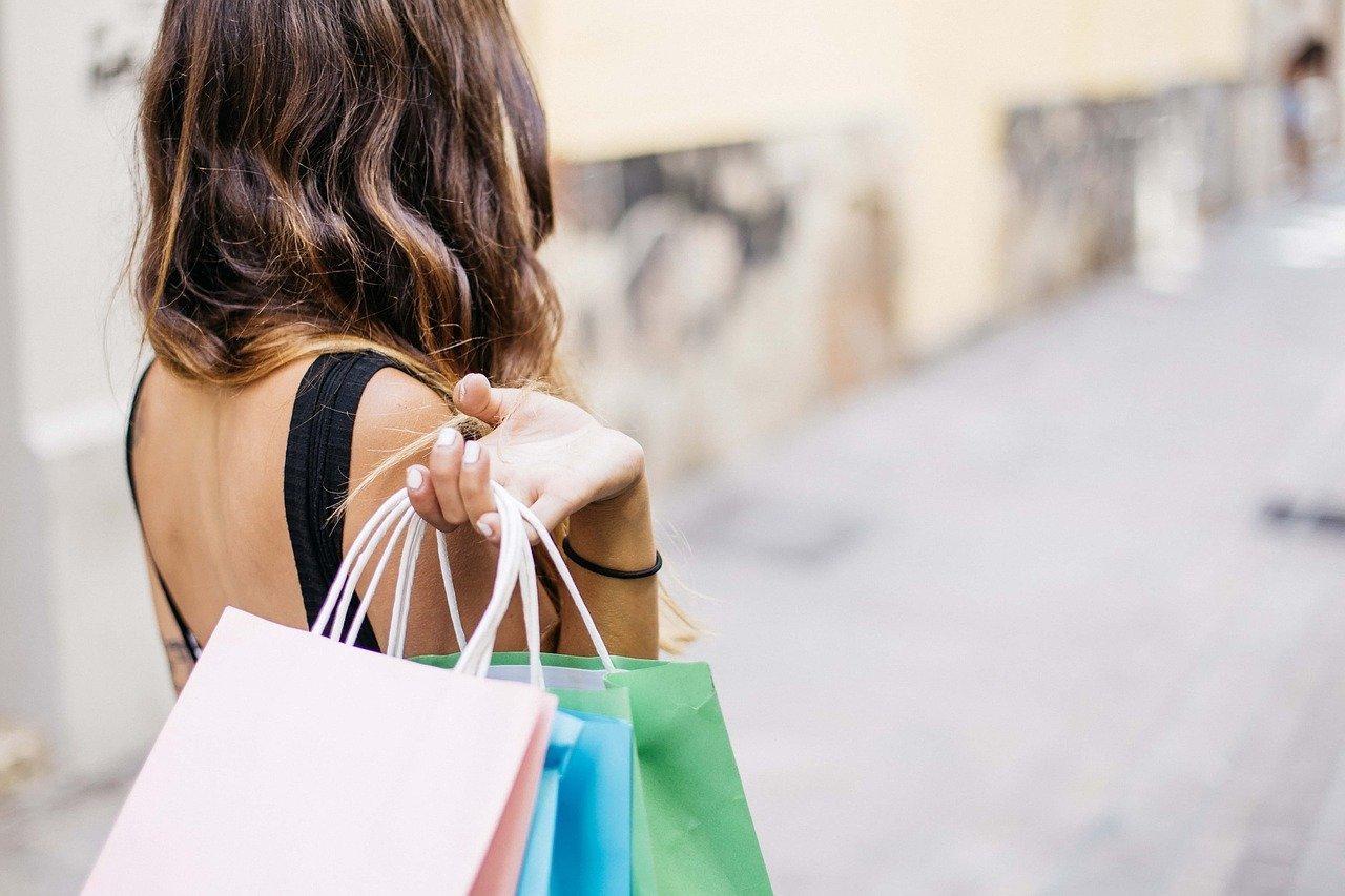 addiction shopping woman